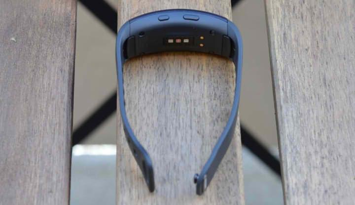 Сенсоры браслета Samsung Gear Fit2