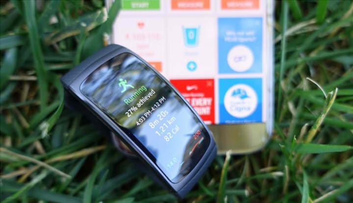 Отображение статистики на браслете Samsung Gear Fit2