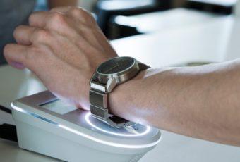 Носимые устройства для бесконтактных платежей