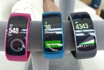 Samsung зарегистрировал название для нового устройства — Gear Fit Pro. На фото: Gear Fit2.