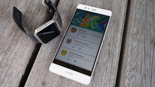 Fitbit с телефоном