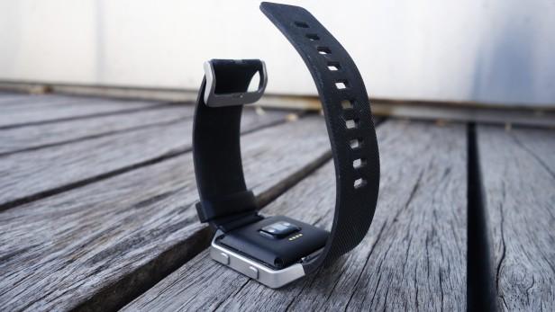Задний вид Fitbit Blaze
