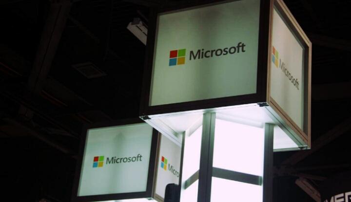 Смартчасы Microsoft с модульным ремешком
