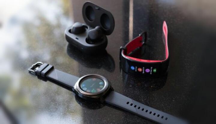 Компания Samsung открыла предзаказ на часы Gear Sport и наушники Gear IconX 2018