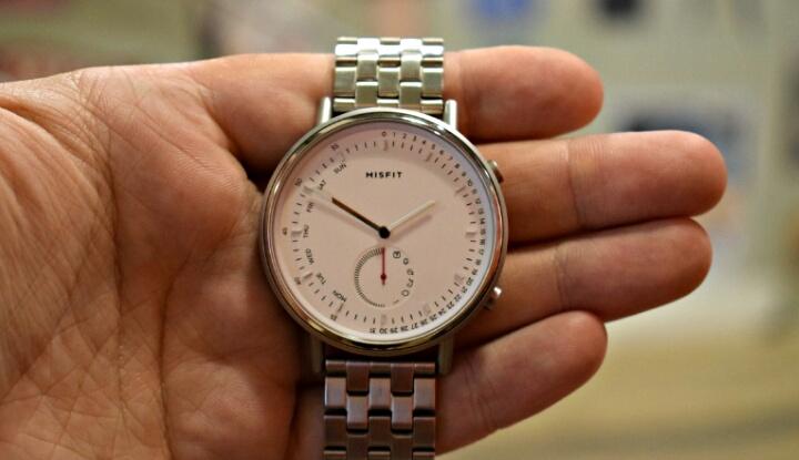 Поступили в продажу гибридные часы Misfit Command с годом автономной работы