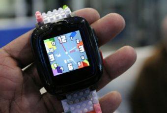 Детские часы 'Omate x Nanoblock' с функциями безопасности нового уровня