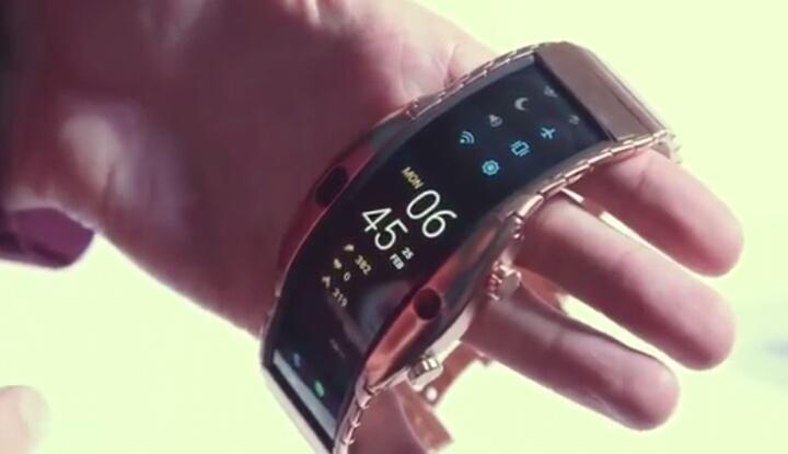 Nubia Alpha - футуристичный золотой смартфон-часы с изогнутым экраном