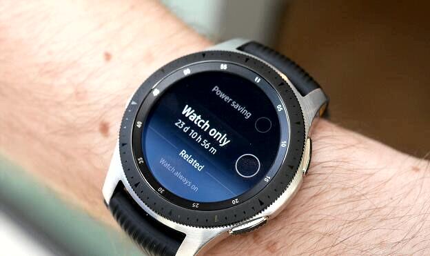 Galaxy Watch на руке