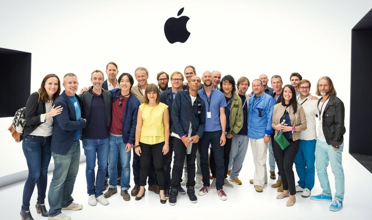 Создатели Apple Watch. Имран - лысый в центре.