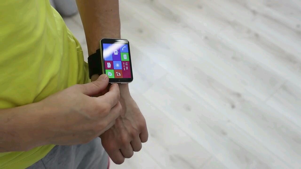 Мега-часы на руке