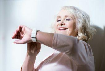 Рейтинг умных часов для пожилых людей (с функцией SOS)