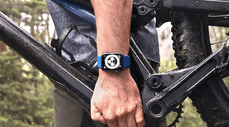 Велосипедист с Apple Watch